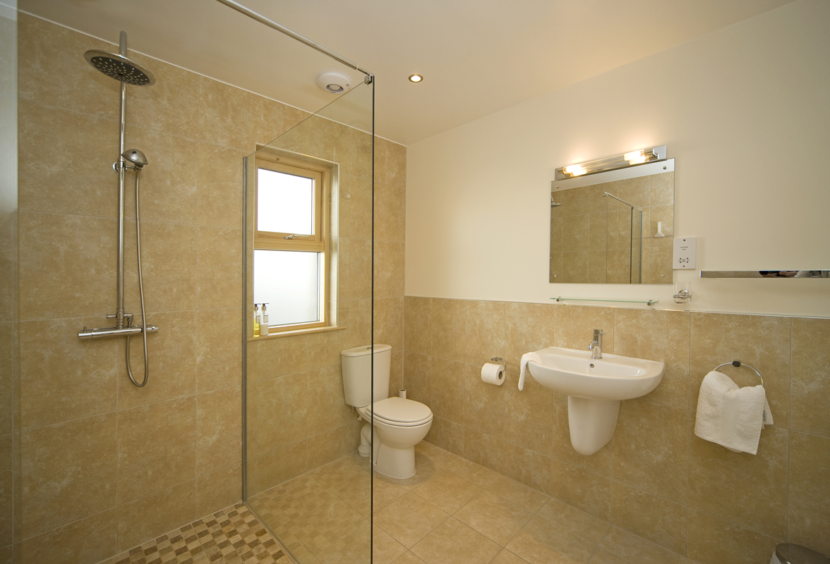 Collaig byre self catering holiday cottage by loch awe for Images of en suite bathrooms